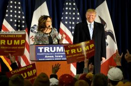 800px-sarah_palin_speaks_at_a_rally_after_endorsing_republican_presidential_candidate_donald_trump
