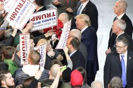 800px-trump_with_supporters_in_iowa2c_january_2016_28229