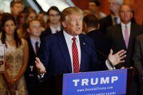 Donald_Trump_Signs_The_Pledge_17