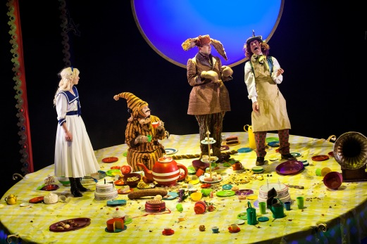(L-R) Jess Peet as Alice, Isobel McArthur as Dormouse, David Carlyle as March Hare, & Tam Dean Burn as the Mad Hatter